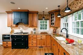 What Color To Paint Kitchen With Oak Cabinets Kitchens With Oak Cabinets Brilliant On Kitchen In Paint Colors