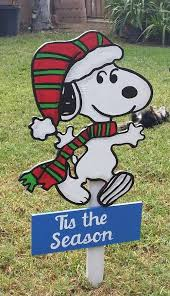 Charlie Brown Christmas Tree Lawn Ornament by Best 25 Snoopy Christmas Decorations Ideas On Pinterest Charlie
