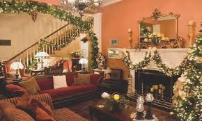 inside homes decorated for paleovelo