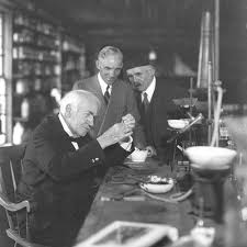 how did thomas edison invent the light bulb blog the gifted few design history the story of the lightbulb