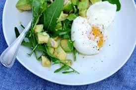 la cuisine de nathalie concassée d avocats et oeufs mollets en salade recette facile la