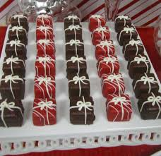 red and white candy cane christmas holiday party ideas photo 6