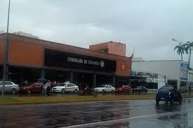 consolato colombiano lo que hacen venezolanos desesperados en el consulado de colombia