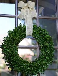 how to make an outdoor boxwood wreath outdoor wreaths diy