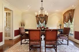 Esszimmer In English Esszimmer Im Luxus Haus Mit Cremefarbenen Wänden Lizenzfreie Fotos
