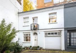 2 bedroom mews house for sale in Ovington Mews London SW3 SW3