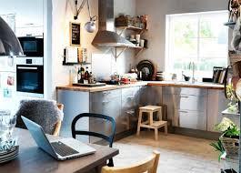 comment ranger la vaisselle dans la cuisine organiser ses placards de cuisine un tiroir vertical coulissant