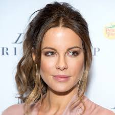 46 yr old celebrity hairstyles hairstyles make you look younger 46 with hairstyles make you look