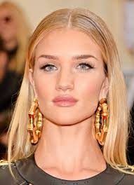 rosie huntington side parted lob rosie huntington whiteley s sleek middle parted hairstyle at met