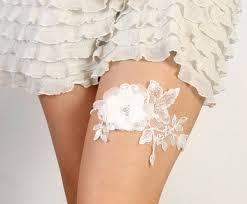 wedding garters what bridal garters symbolize weddingelation