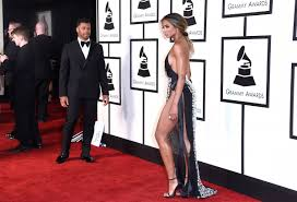 grammys 2016 red carpet fashion awards with lady gaga justin