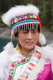 file jiuzhaigou sichuan china woman in traditional costume 02 jpg