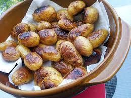 cuisiner des pommes recette de pommes de terre rates confites au miel et romarin