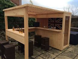 Build Outdoor Garden Table by Best 25 Outdoor Bars Ideas On Pinterest Patio Bar Diy Outdoor