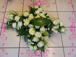 composition florale avec des roses adonis nos créations florales guérande