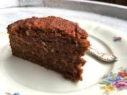 veganer saftiger schokoladen nuss kuchen auf basis karotte apfel