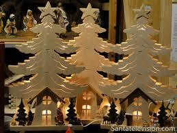 weihnachtsdekoration aus holz foto weihnachtsdekoration aus holz in seiffen deutschland