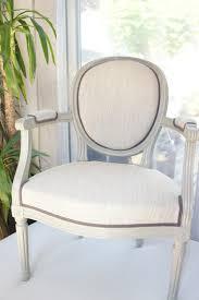 fauteuil louis xvi pas cher cuisine ment changer le tissu d un fauteuil tapissier dã