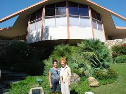 celebrities homes and pics dianne u0026 liz in front of elvis u0027s
