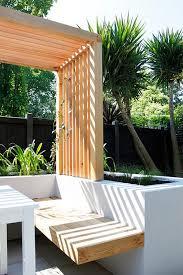 Backyard Planter Designs by Best 10 Planter Bench Ideas On Pinterest Cedar Bench Back
