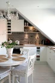 cuisine sous pente aménagement combles 9 photos et conseils côté maison