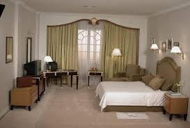 interior simple decor for perfect guest room with neutral color