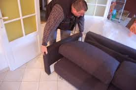 se débarrasser d un canapé reportage sur la livraison d un canapé