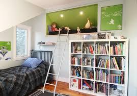 coin lecture chambre déco chambre enfant des cachettes et des aires de jeux