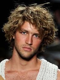 coupe cheveux bouclã s homme coiffure homme cheveux mi boucles cheveux mi homme