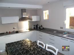 cuisine blanche et grise cuisine laquée blanche plan de travail gris galerie avec net