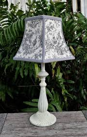 Clip On Ceiling Light Bulb Shades by Best 25 Lampshade Chandelier Ideas On Pinterest Vintage