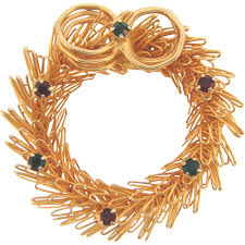 vintage christmas wreath brooch in gold tone wire with red and