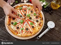 cuisine italienne pizza cuisine italienne femme de cuisson et la décoration délicieuse