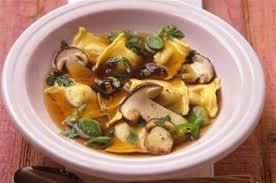 cuisiner des cepes frais bouillon de cèpes et raviolis aux chignons