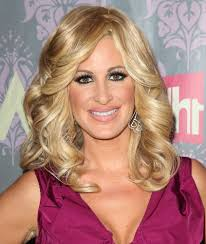 best layered hairstyles for sagging jawline find out what kim zolciak revealed she had done to lift her saggy