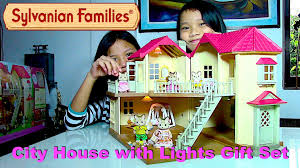 sylvanian families city house with lights gift set striped cat