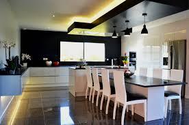 cuisine avec ilot central et coin repas cuisine design avec îlot central et coin repas installé à