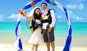 underwater wedding underwater wedding how to wed underwater dive in