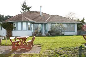qualicum beach vancouver island house for vacation rent sandy beach