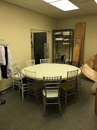 how many can sit at a 60 round table how many chiavari chairs can you put around a 72 inch round table