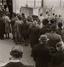 bureau de vote composition le premier vote des femmes en histoire et analyse d images