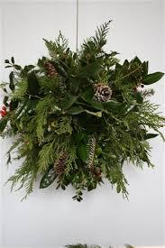 Decorating Fresh Christmas Wreaths by Best 25 Christmas Greenery Ideas On Pinterest Farmhouse Holiday