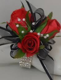 How To Make A Corsage Wristlet Boutonnieres And Wrist Corsages