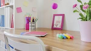 mettre favori sur bureau un bureau d enfant bien organisé pour la rentrée des classes
