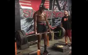 jones back in the deadlifts personal best 525 lbs