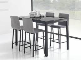 table haute de cuisine avec tabouret design en image