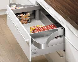 qama cuisine aménagement de tiroirs plateau escamotable pivotant orgawing