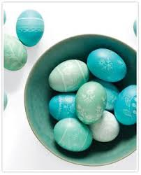 Decorating Easter Eggs With Silk by Leave The Eggs Some Minutes In The Color And Then Add Some More