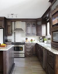 cuisine armoire brune armoires de cuisine classiques en merisier québec simard cuisine