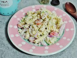 cold crab pasta salad recipe using onion raita as salad dressing